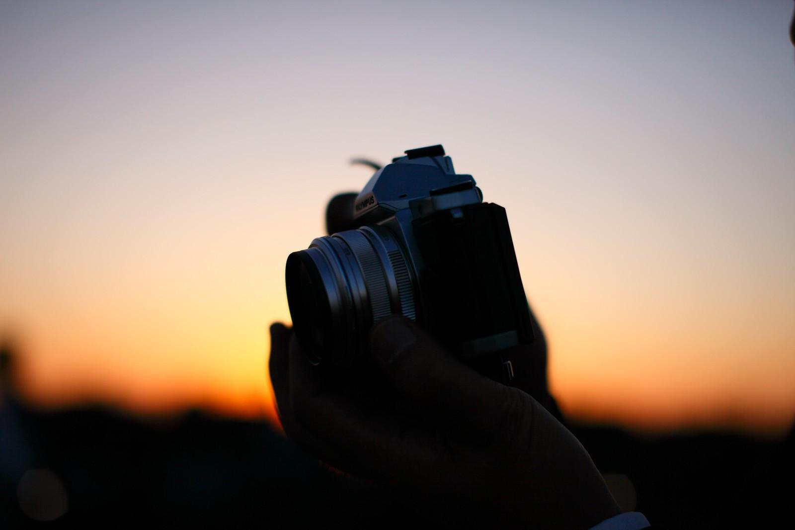 モノクロ写真がかっこよく撮れるカメラ